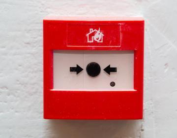 déclencheur d'alarme incendie pour donner l'alerte