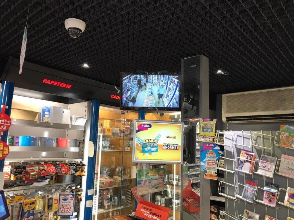 écran de surveillance vidéo dans un bureau de tabac à lyon 69003