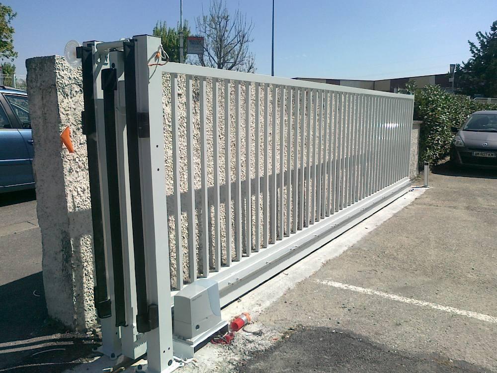 portail gris coulissant - Caluire et Cuire 69300